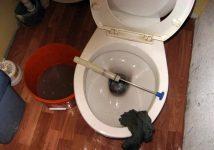 Как слить воду из унитаза на зиму